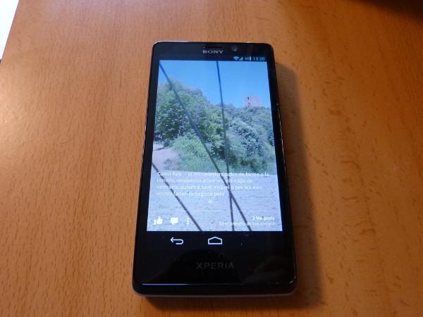 Pantalla de bloqueo de Facebook Home en un Sony Xperia T, un terminal para el que teóricamente no está diseñada la app