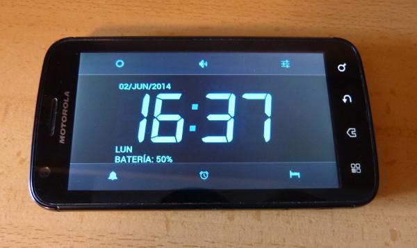 Primer plano de la app de despertador elegida, con las opciones de configuración visibles
