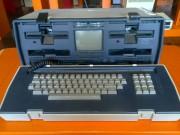 Uno de los primeros portables (no llegaba a ser portátil como lo entendemos a día de hoy)