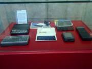 Diversas máquinas Sinclair de 8 bits, cómo el ZX81 (a la izquierda)