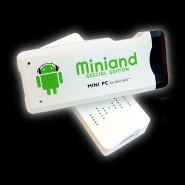 """El MK802. No es Google TV, es un """"stock Android"""", pero es más recomendable que la plataforma televisiva, según el autor del artículo"""
