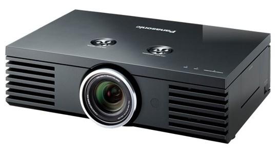 El cine en casa en HD mediante el nuevo proyector de Panasonic