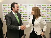 Un momento durante la firma del acuerdo