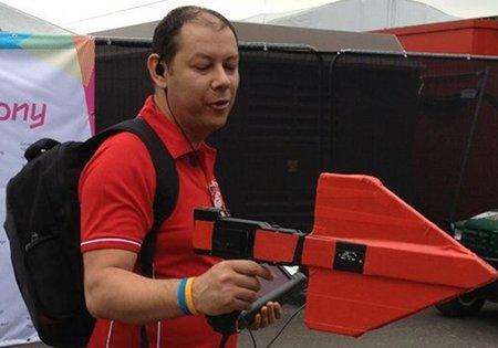 """Uno de los """"agentes del Wi-Fi"""" que circulan por los Juegos Olímpicos de Londres"""