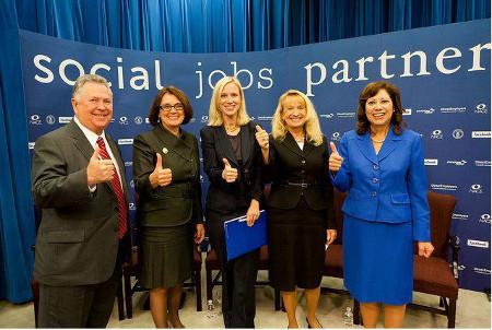 Representantes de algunas de las empresas e instituciones que colaboran con Facebook en el lanzamiento de Social Jobs
