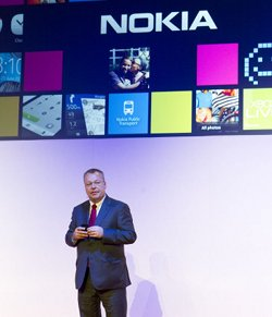 Nokia admite los riesgos de su elección